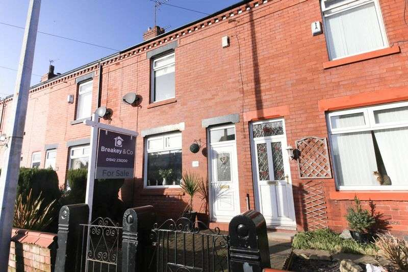 2 Bedrooms Terraced House for sale in Billinge Road, Pemberton, Wigan