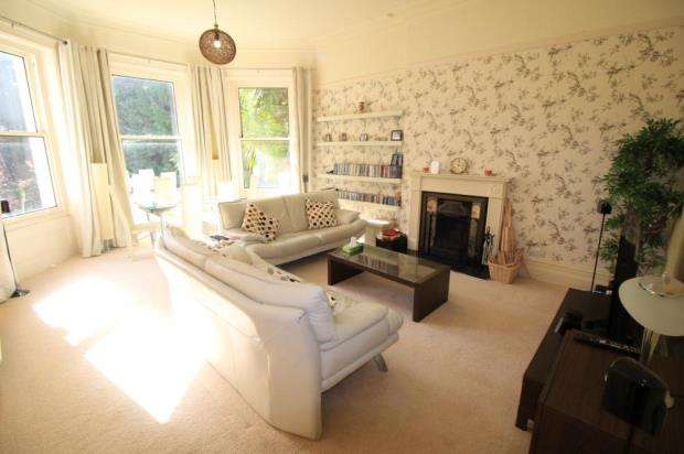 2 Bedrooms Flat for sale in Branksome Park, Poole, BH13