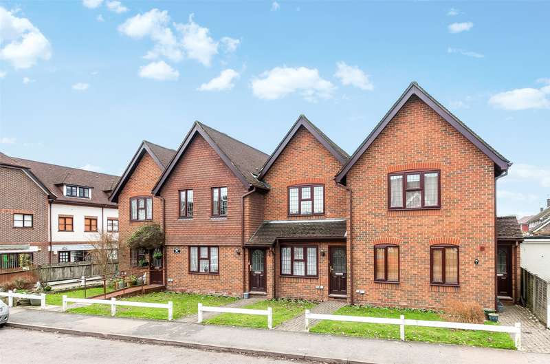 1 Bedroom Flat for sale in Denham Place, Old Horsham Road, Beare Green, Dorking, RH5
