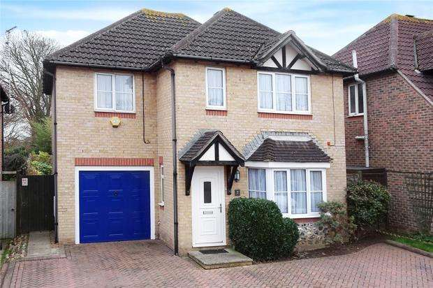 4 Bedrooms Detached House for sale in Campion Close, Rustington, West Sussex, BN16