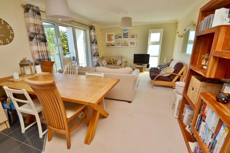2 Bedrooms Flat for sale in Westbourne