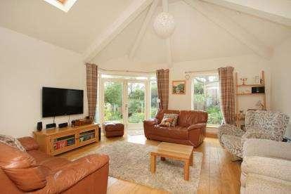4 Bedrooms Bungalow for sale in Salisbury Road, Dronfield, Derbyshire