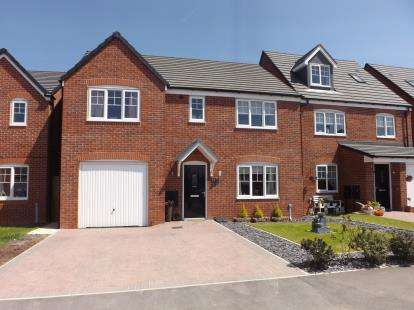 5 Bedrooms Detached House for sale in Walnutwood Avenue, Bamber Bridge, Preston, Lancashire, PR5