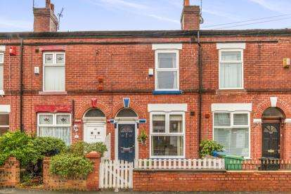2 Bedrooms Terraced House for sale in Old Chapel Street, Stockport, Greater Manchester, Cheshire