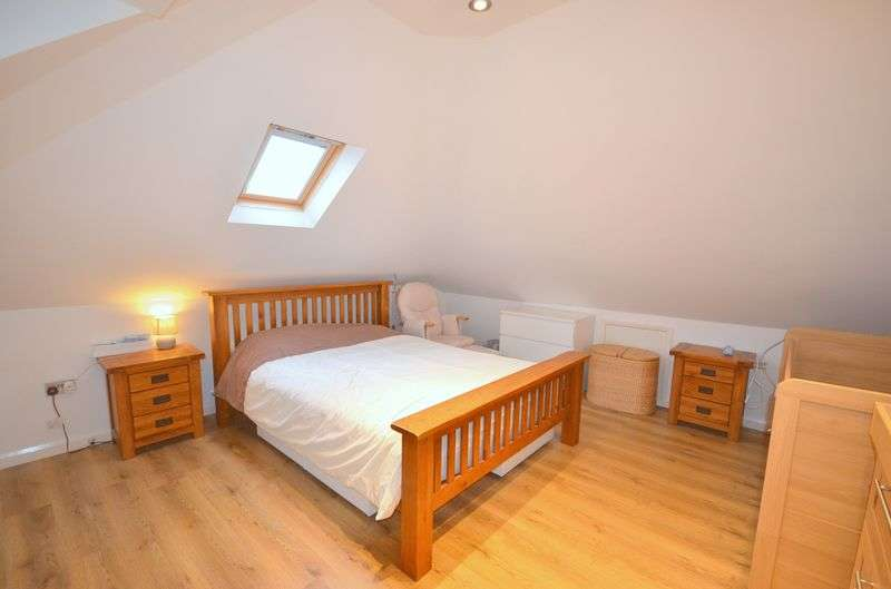 3 Bedrooms Flat for sale in Capstone Road, Bournemouth