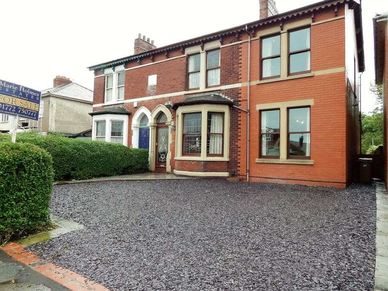 4 Bedrooms Semi Detached House for sale in Broad Oak Lane, Penwortham, Preston