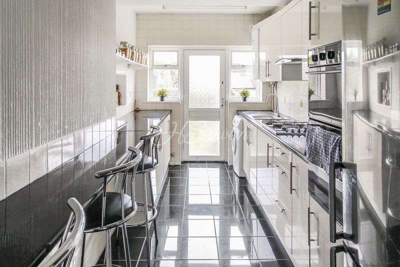 4 Bedrooms House for sale in Churston Drive, Morden, SM4