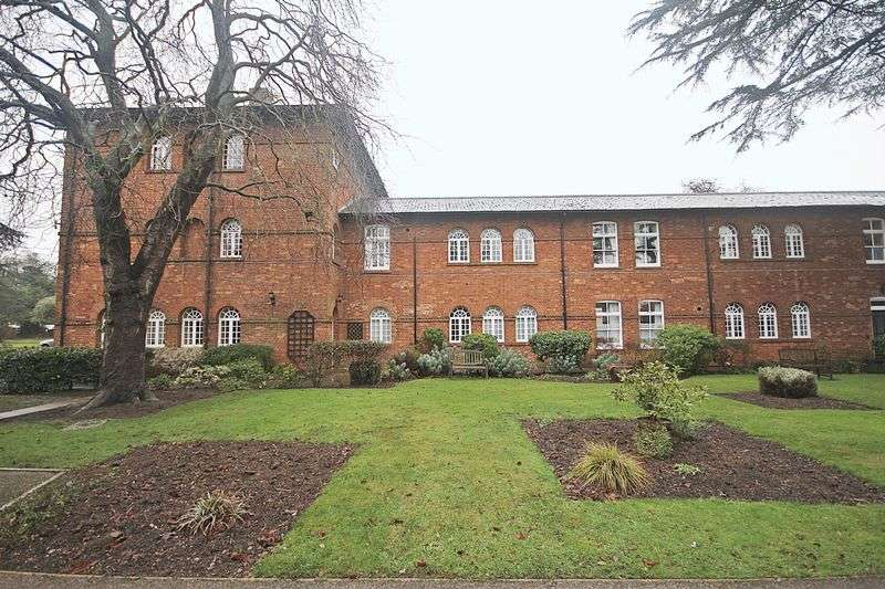2 Bedrooms Flat for sale in The Cedars, Ampthill