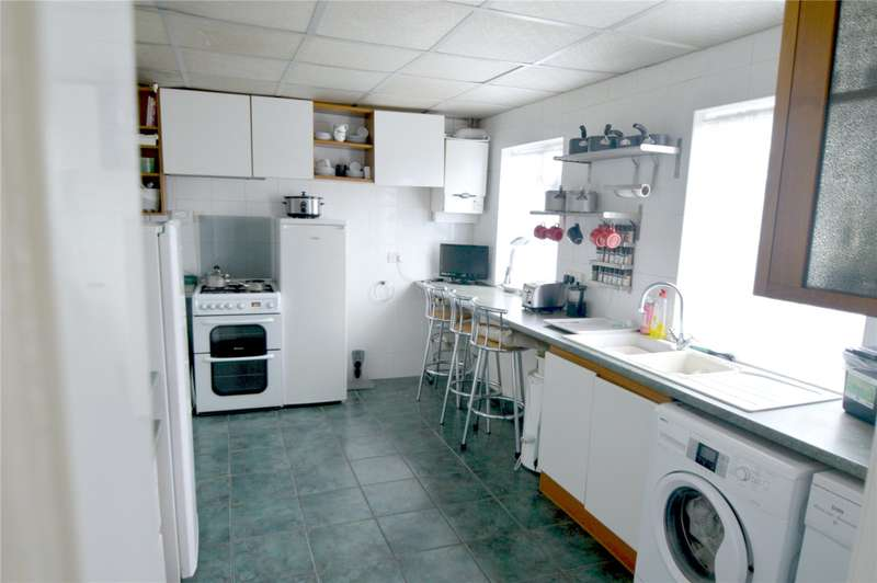 4 Bedrooms Detached House for sale in Riddlesdown Avenue, Purley