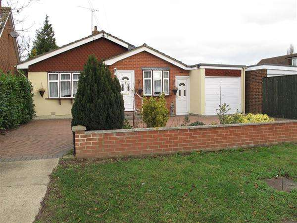 3 Bedrooms Detached Bungalow for sale in Fanton Chase, Wickford