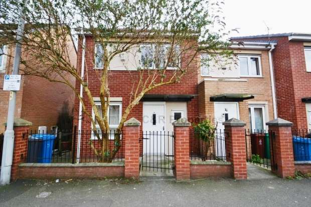 3 Bedrooms Terraced House for sale in Old York Street Hulme. M15 5te Manchester