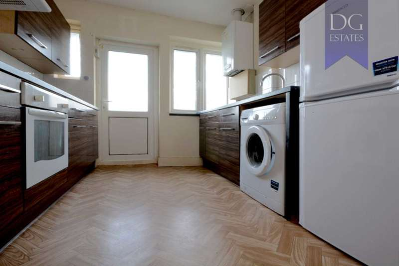 2 Bedrooms Maisonette Flat for sale in Cedar Court, New Southgate