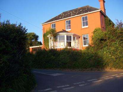 3 Bedrooms Detached House for sale in Galmpton, Kingsbridge, Devon