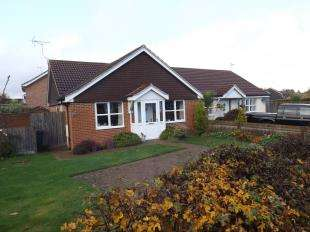 2 Bedrooms Bungalow for sale in Woodlands Close, Crawley Down, West Sussex