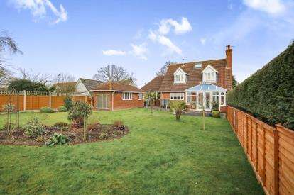 3 Bedrooms Bungalow for sale in Wretham, Thetford, Norfolk