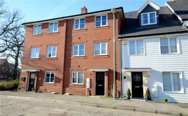 4 Bedrooms Terraced House for sale in Jubilee Drive, Church Crookham, Fleet