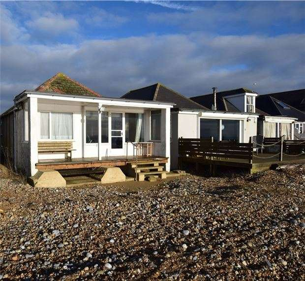 3 Bedrooms Bungalow for sale in Coast Road, Pevensey Bay, BN24 6PB