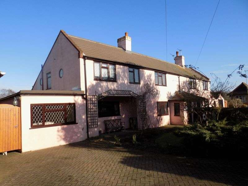 4 Bedrooms Semi Detached House for sale in St Johns Road, Belton, Great Yarmouth
