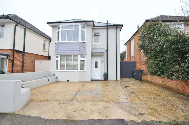 3 Bedrooms Detached House for sale in Pickford Road, Bournemouth