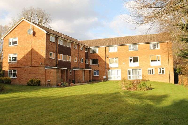 2 Bedrooms Flat for sale in Merrow, Guildford
