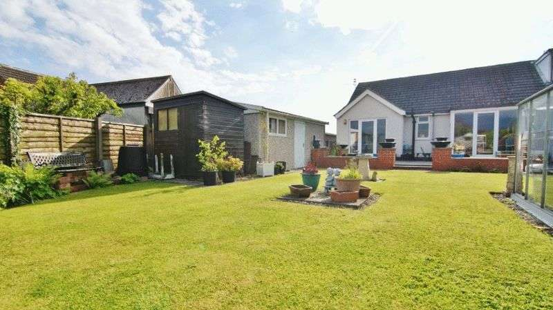2 Bedrooms Semi Detached Bungalow for sale in Astley Crescent, Freckleton PR4 1RE