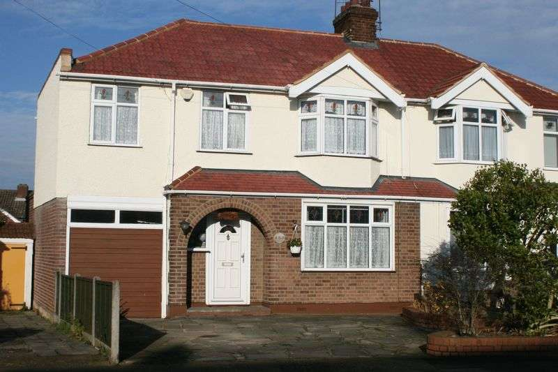 3 Bedrooms Semi Detached House for sale in Parkside Avenue, Marshalls Park, Romford