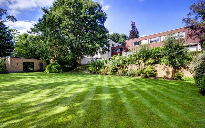 6 Bedrooms Detached House for sale in Oak Hill Park, London