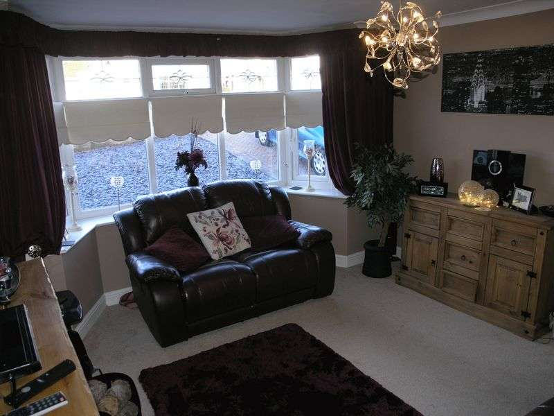 3 Bedrooms Semi Detached House for sale in Elmdale Road, Coseley