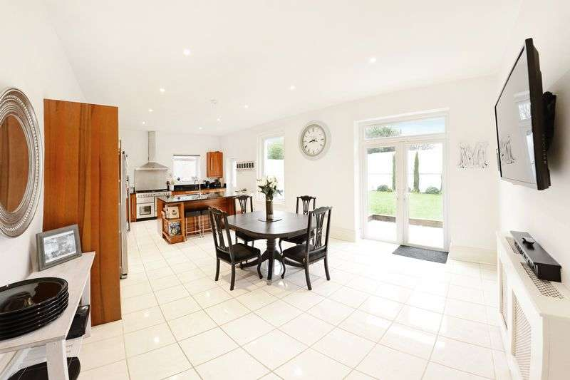 4 Bedrooms Detached House for sale in Stourcliffe Avenue, Bournemouth, BH6
