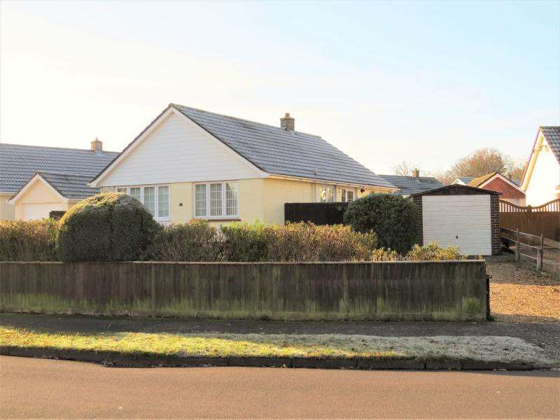 2 Bedrooms Bungalow for sale in New Milton