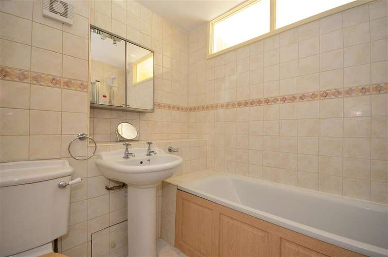 2 Bedrooms Flat for sale in Wickham Road, Shirley, Croydon, Surrey