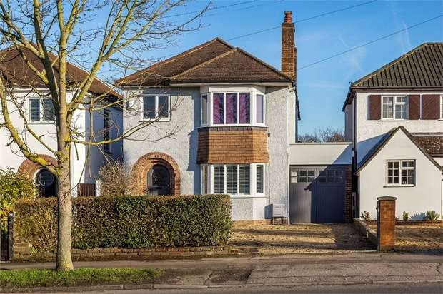 4 Bedrooms Detached House for sale in Esher Road, EAST MOLESEY, Surrey