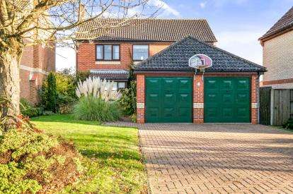 4 Bedrooms Detached House for sale in Halesworth, Suffolk, .