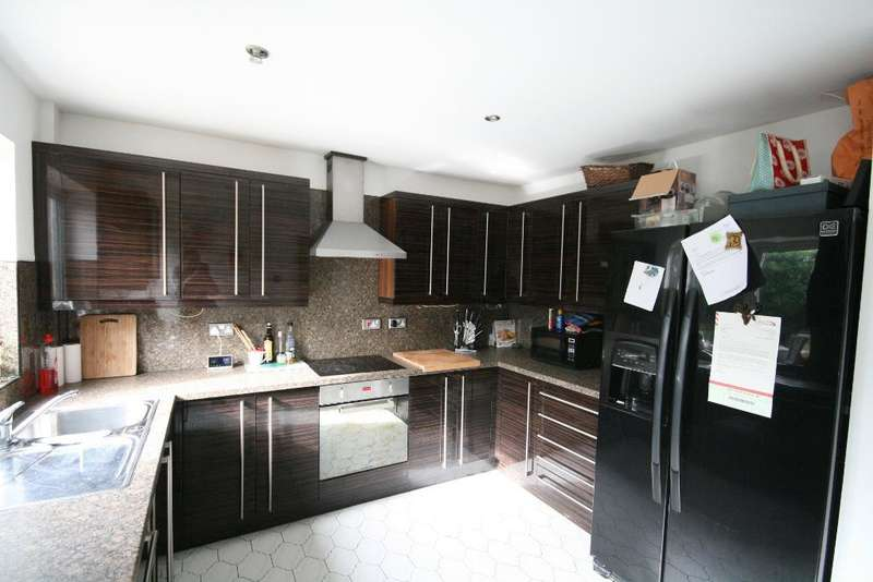3 Bedrooms Detached House for sale in Preston Road, Hesketh Park, Southport, PR9 9EE