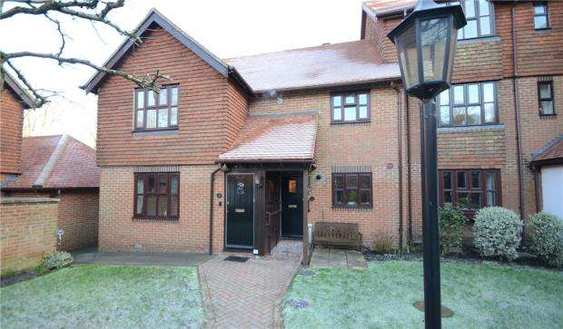 2 Bedrooms Retirement Property for sale in Primrose Walk, Fleet, Hampshire