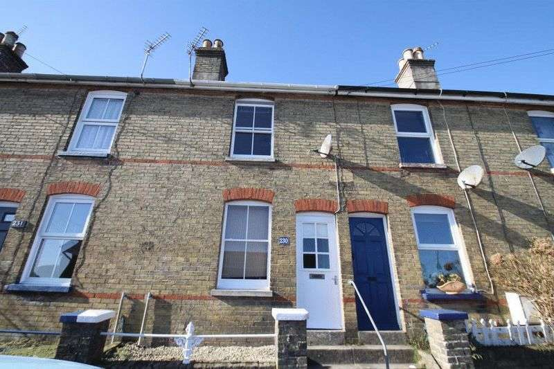 3 Bedrooms Terraced House for sale in Arctic Road, Cowes, Isle of Wight, PO31 7PJ