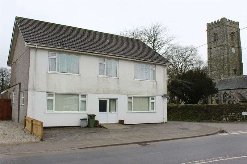 2 Bedrooms Flat for sale in 2 Trezaise Road, St. Austell