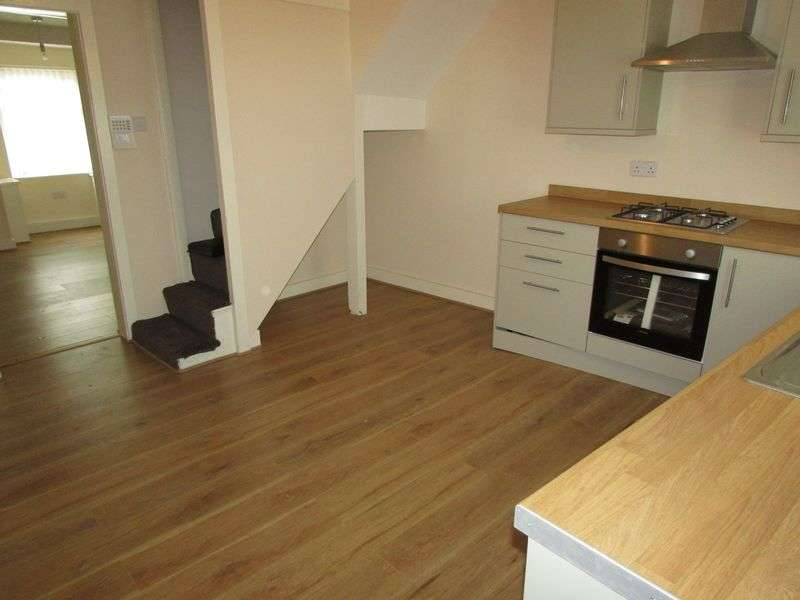 2 Bedrooms Semi Detached House for sale in Bell Lane, Bury