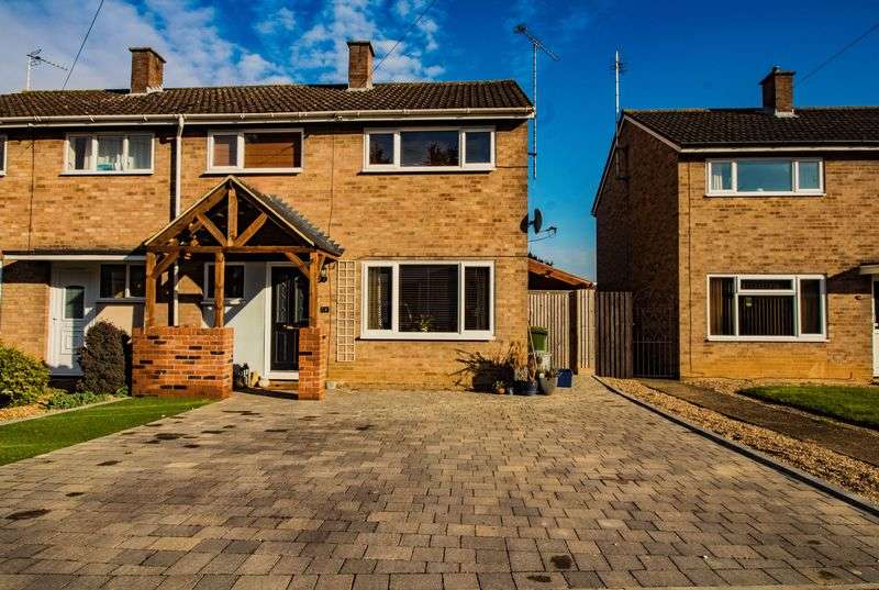 3 Bedrooms Semi Detached House for sale in Beech Road, Newport Pagnell