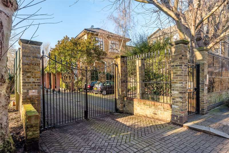 2 Bedrooms Maisonette Flat for sale in Windsor Court, Vicarage Crescent, London, SW11