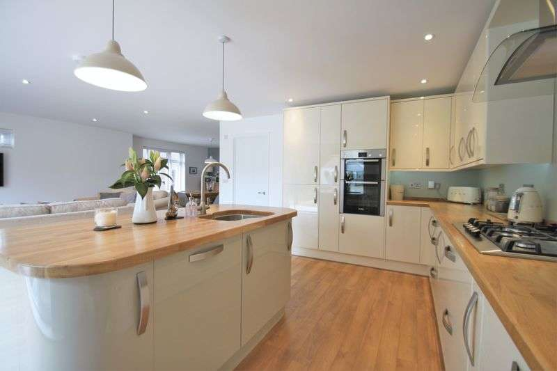 3 Bedrooms Detached House for sale in Wyatts Lane, Cowes
