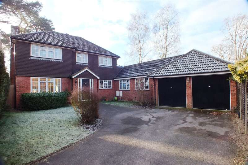 4 Bedrooms Detached House for sale in Rashleigh Court, Church Crookham, Fleet, Hampshire, GU52
