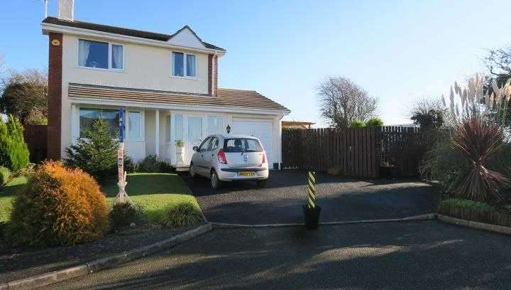 3 Bedrooms Detached House for sale in Cae'r Efail, Off Lon Capel, Dwyran