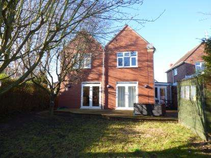 4 Bedrooms Detached House for sale in Hillview Avenue, Brockworth, Gloucester, Gloucestershire