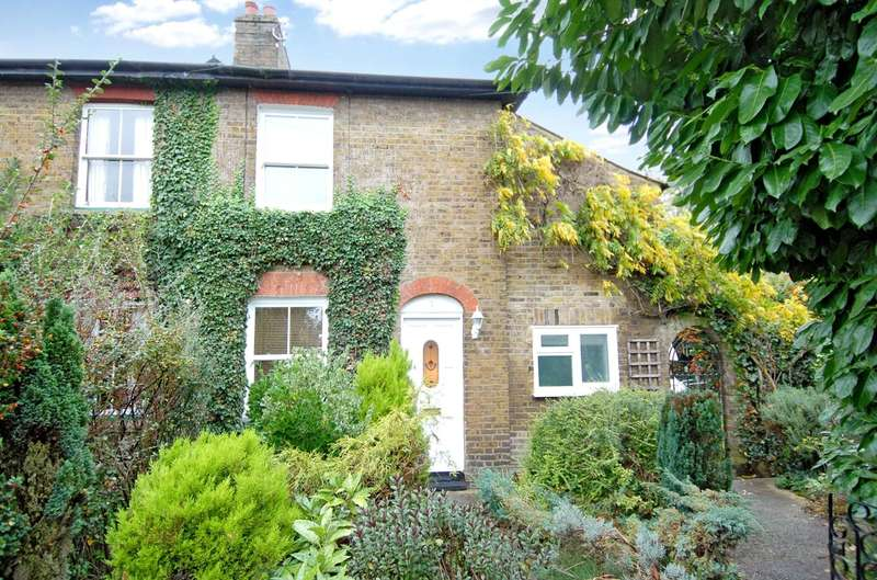 3 Bedrooms End Of Terrace House for sale in Church Lane, Uxbridge, Middlesex, UB8