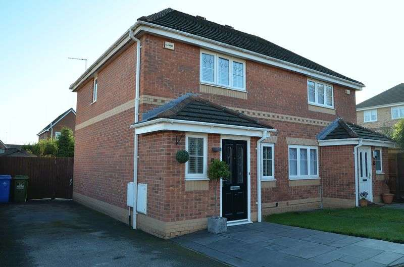 3 Bedrooms Semi Detached House for sale in Linnets Park, Runcorn