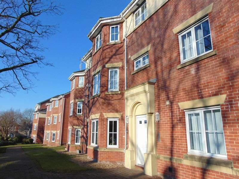2 Bedrooms Flat for sale in Derby Court, Bury