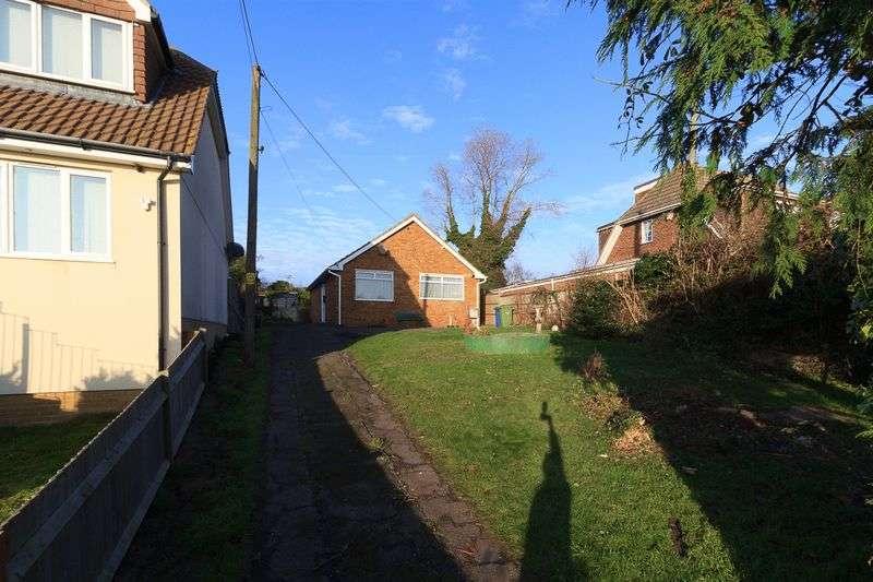 2 Bedrooms Detached Bungalow for sale in Queenborough Drive, Minster