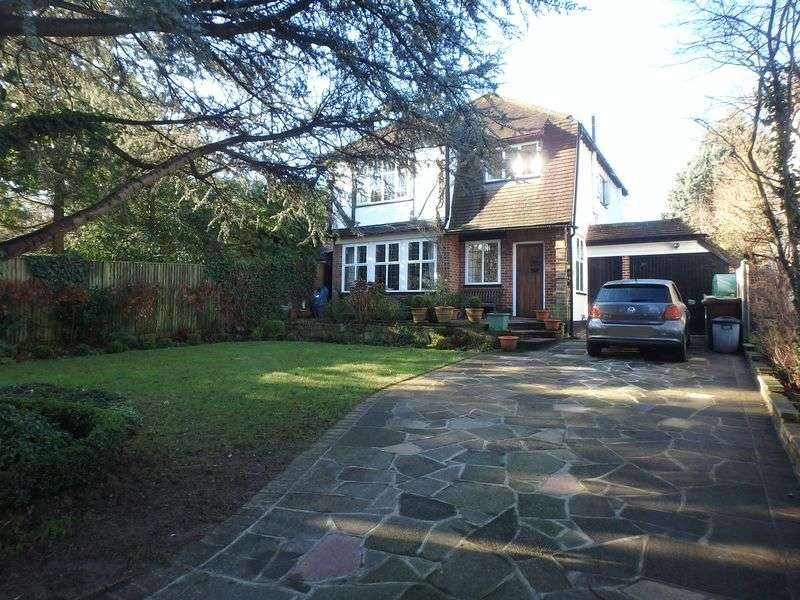 4 Bedrooms Detached House for sale in Woodcote Hurst, Epsom