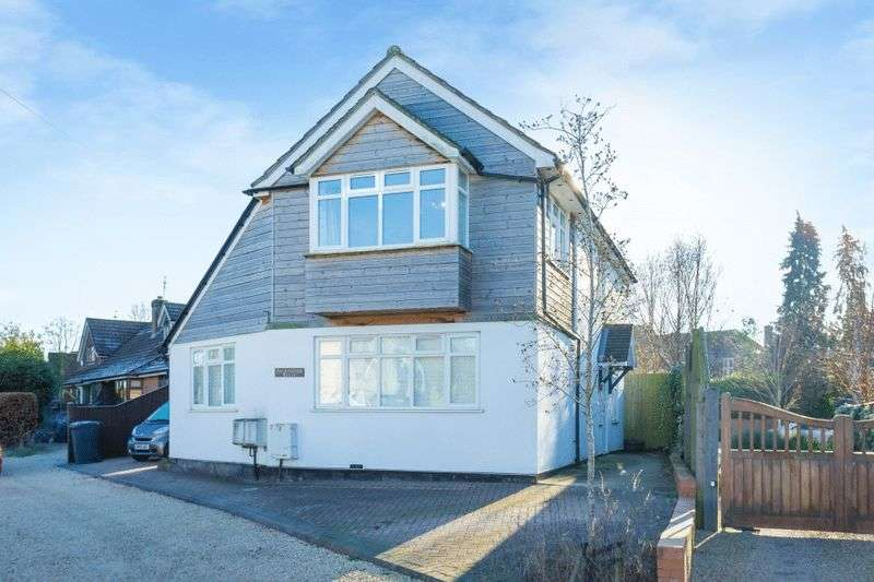 2 Bedrooms Flat for sale in Church Road, Penn